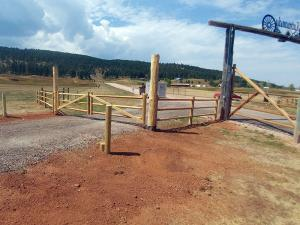 2017-farm-ranch-rail-fence-002