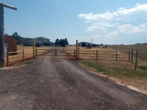 2017-farm-ranch-rail-fence-004